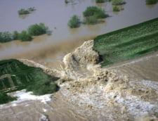 Inundatiile fac ravagii si astazi: Probleme in trei judete, Dusa merge in recunoastere