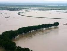 Inundatiile nu se mai termina: Coduri portocaliu si galben, prelungite in doua judete