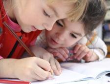 Invatatoarele din Romania au clasele cu cei mai multi elevi din Uniunea Europeana. Media europeana este de 14 elevi la o invatatoare