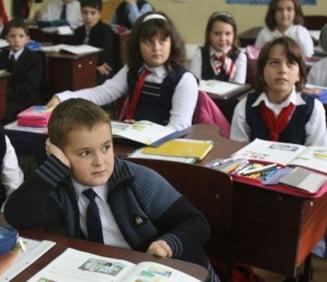 Invatatorii avertizeaza: nu ne platiti bine, calitatea scolii va scadea
