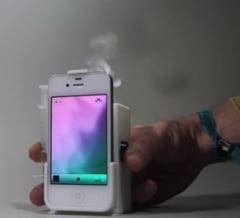 Inventia-minune: In lipsa de semnal la telefon, apeleaza la SMS-ul cu...fum (Video)