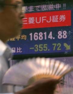 Investitorii tot nu au incredere: bursele mondiale au inregistrat scaderi si joi