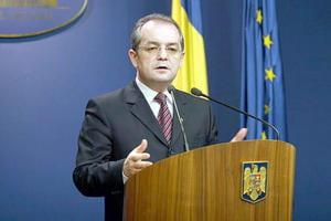 Ioan Oltean: Emil Boc merita sa ramana premier