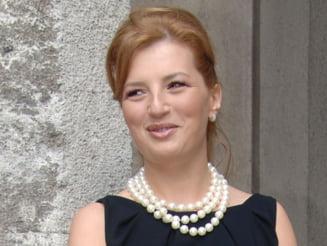Ioana Basescu s-a casatorit in secret. EBa a lipsit de la ceremonie (Video)