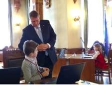 Iohannis, la Ora de Programare: Zeci de copii, initiati in tainele informaticii, la Cotroceni (Video)