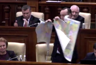 Iohannis, somat sa il declare persona non-grata pe deputatul care a rupt harta Romaniei in Parlamentul moldovean