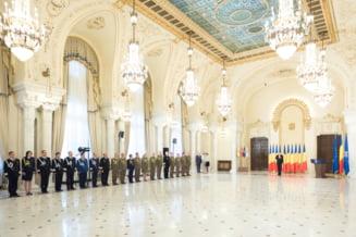 Iohannis a avansat in grad mai multi ofiteri MApN, MAI si SPP de 1 decembrie