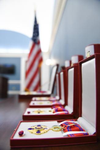 Iohannis a decorat mai multi congresmeni americani: Romania e cel mai bun partener pe care SUA il pot avea