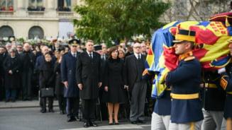 Iohannis a fost impresionat de romanii veniti la funeraliile regelui Mihai: O autentica expresie a iubirii si respectului
