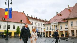 Iohannis a fost primit cu aplauze, pe covorul rosu de la Sibiu: Va iubim! (Video)