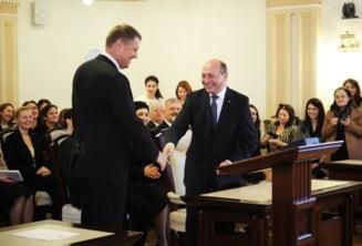 Iohannis a primit mandatul de presedinte. Basescu a iesit simbolic pe usa