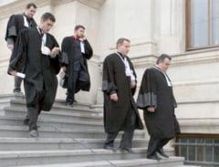 Iohannis a promulgat Legea Avocatilor