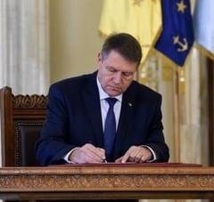 Iohannis a promulgat legea care desfiinteaza conflictul de interese pentru functionarii publici