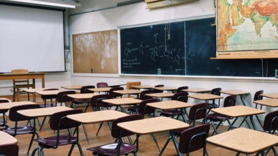 Iohannis a promulgat legea prin care si in cazul familiilor monoparentale vor fi acordate zile libere, la suspendarea sau limitarea cursurilor scolare