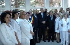 Iohannis a retras decoratia Spitalului de Urgenta Suceava. In campanie a inaugurat ambulatoriul cu Flutur (Video)