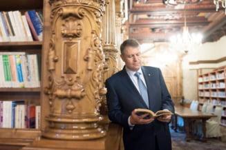 Iohannis implineste 57 de ani - ce ii ureaza Dragnea si Basescu