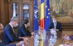 Iohannis participa la o sedinta pe tema Planului National de Redresare si Rezilienta cu premierul Florin Citu si membri ai Guvernului