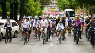 Iohannis promoveaza mersul pe bicicleta: Riscam sa ne indreptam spre grave dezechilibre ecologice, provocate de incalzirea globala rapida