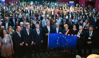 Iohannis si Juncker, fata in fata cu tinerii, la Sibiu. Au primit intrebari serioase, au raspuns cu glume, statistici si sloganuri (Video)