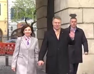 Iohannis si sotia sa au mers tinandu-se de mana la slujba, la Sibiu