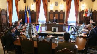 Iohannis spune ca PSD blocheaza prelungirea mandatului sefului Armatei. Iordache ii raspunde: E aglomeratie la Monitorul Oficial