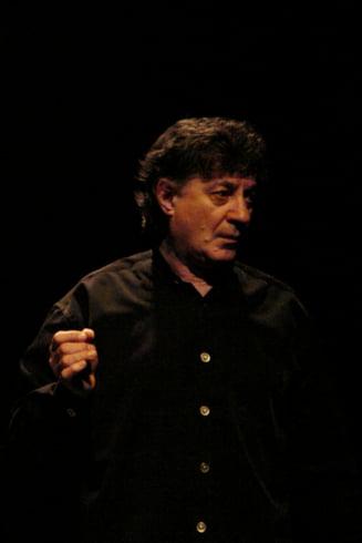 Ion Caramitru: Parca un blestem ne insoteste si nu ne vom putea rupe niciodata de umbra zambitoare a lui Iliescu