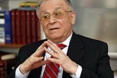 Ion Iliescu: Trebuie stabilita prin lege verificarea anuala a populatiei