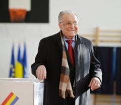 Ion Iliescu a votat acasa. I s-a adus urna mobila
