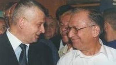 Ion Iliescu ii netezeste drumul lui Sorin Oprescu (Opinii)