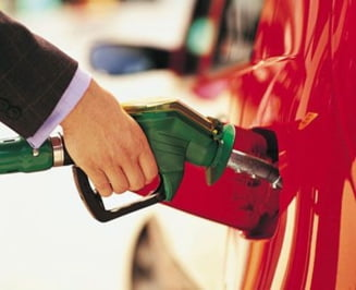 Iranul, de vina pentru scumpirile la carburanti - cat va ajunge litrul de benzina?