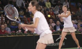 Irina Begu si Monica Niculescu, eliminate in semifinale la Roma de cea mai buna pereche de dublu din lume