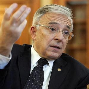 Isarescu: Bancile grecesti din Romania au destule lichiditati