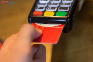 Isarescu: O sa renuntam la cash cand o sa putem lipi pe fruntea unui lautar un card