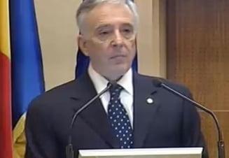 Isarescu: Risca cei care vorbesc de o prognoza de 5 lei/euro
