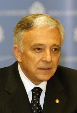 Isarescu ar sustine un acord cu FMI pe inca doi ani