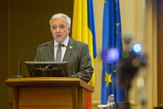Isarescu avertizeaza Guvernul: S-a dat prea mult, fara sa se tina cont de cat poate duce economia
