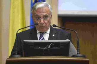 Isarescu se duce in Parlament, dar e mirat de discursul politicienilor: In anii '90 erau cunostinte, decenta
