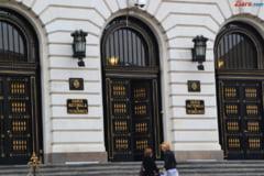 Isarescu spune ca Parlamentul ramane un risc pentru stabilitatea financiara