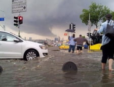 Istanbulul, sub ape - ploile torentiale au inundat cel mai mare oras din Turcia (Galerie foto)