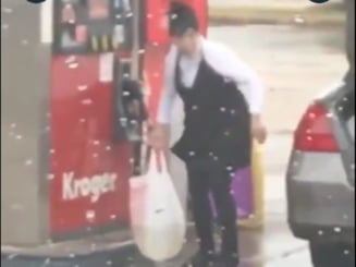 Isterie in SUA din cauza crizei de combustibil. Oamenii cumpara benzina cu pungile din plastic VIDEO