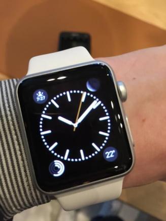 Isterie la lansarea Apple Watch: Ceasul inteligent s-a vandut in 6 ore. Cozi si clienti nemultumiti