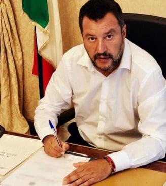 Italia: O instanta administrativa anuleaza interdictia pentru nava cu migranti Open Arms, dar Salvini nu se lasa