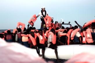 Italia interzice accesul unui vapor cu migranti in toate porturile sale si cere Maltei sa primeasca nava