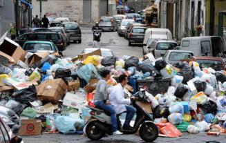 Italia trimite armata in Napoli, pentru a lupta cu mafia si gunoaiele