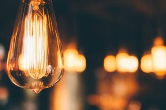 Italia vrea să revizuiască modul de calcul al facturilor la electricitate după explozia prețurilor