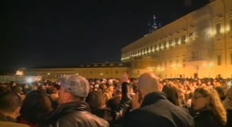 Italienii cer demisia lui Berlusconi, in fata Parlamentului