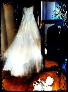 Iti ia ochii cand o privesti! Vezi rochia de mireasa a Deliei Matache!
