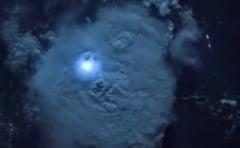 Iti taie respiratia: Spectacol de fulgere pe cerul Romaniei, vazut din spatiu (Video)