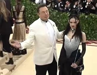 Iubita lui Elon Musk si-a creat un corp digital, pentru a putea lucra si cat este gravida