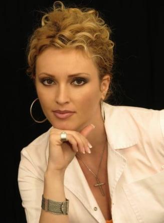 Iulia Preda, parfumier cu diploma, despre aroma fiecarei tari: Parfumul tradeaza inclusiv educatia Interviu